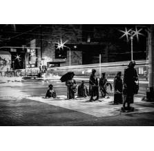 """Fotografia Wrocław """"Pomnik Anonimowego Przechodnia nocą"""""""