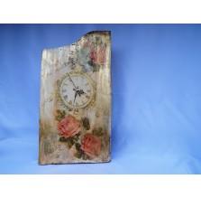 Zegar ścienny na starej XVIII-wiecznej desce. Technika: decoupage.