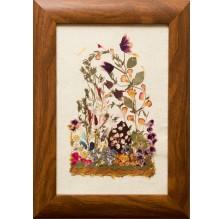 """Obraz """"Kompozycja kwiatowa VIII"""". Technika własna: wyklejanie z płatków kwiatów."""