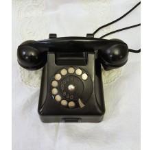 Stary czarny telefon na tarczę. PRL.