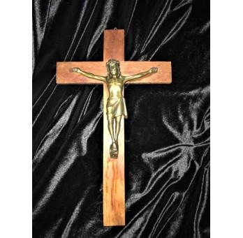 Stary, drewniany krzyż. Dewocjonalny.
