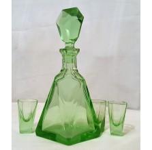 Kolekcjonerska Karafka Art – Deco. Przejrzyste szkło uranowe w kolorze zieleni.
