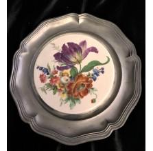 Ozdobny talerz z cyny z porcelanowym wnętrzem