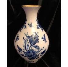 Duży wazon w niebieskie róże. Germany Bavaria