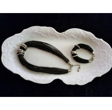 Komplet atrakcyjnej biżuterii z rzemyków