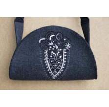 Filcowa torebka z aplikacją koronkową. Technika: hand made.